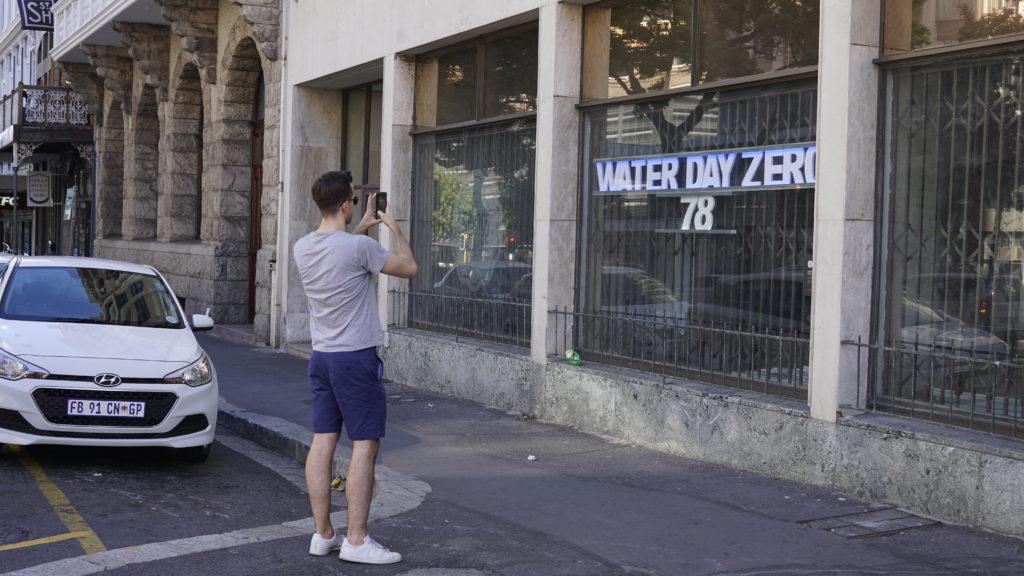 ケープタウンは深刻な水不足に陥っており、あと78日で水道から水が出なくなる。